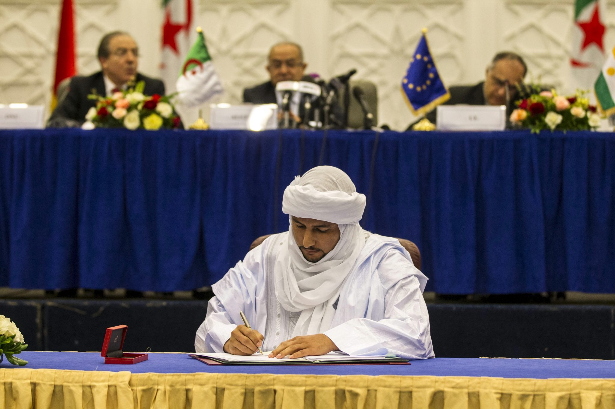 CMA signs preliminary peace agreement in Algiers, Algeria May 2015
