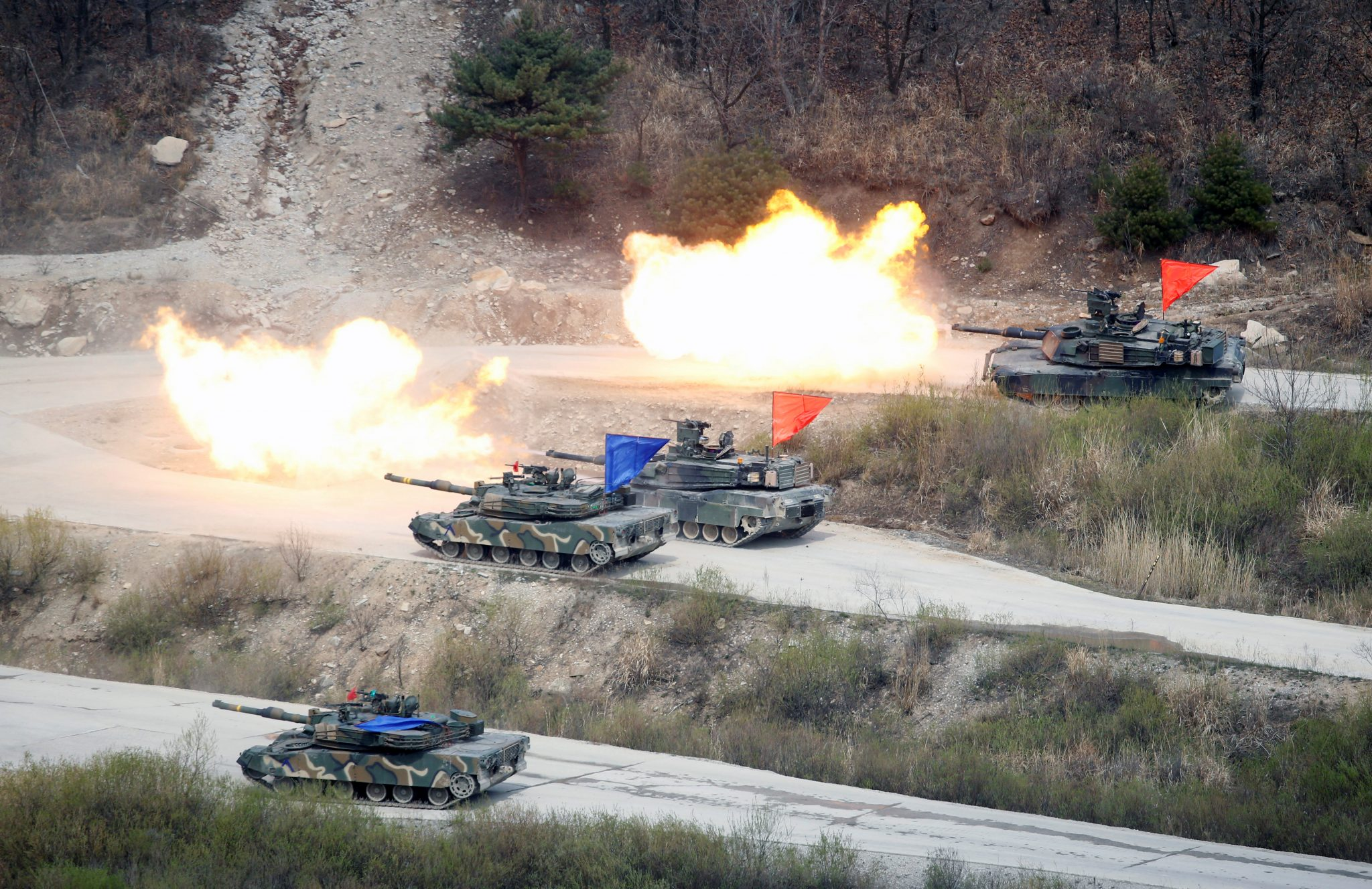 US- South Korea joint military exercise. South Korean Army K1A1 and U.S. Army M1A2 tanks fire live rounds during a U.S.-South Korea joint live-fire military exercise, at a training field, near the demilitarized zone, separating the two Koreas in Pocheon, South Korea April 21, 2017. | REUTERS |